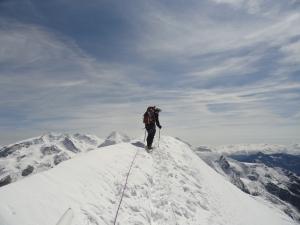Op de bergkam, de laatste meters naar de top