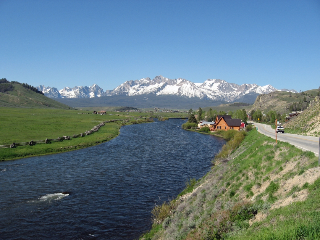 Sawtooth_Mountains_and_Salmon_River.JPG