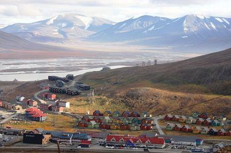 512px-Longyearbyen_IMG_9855_Adventdalen_Lia